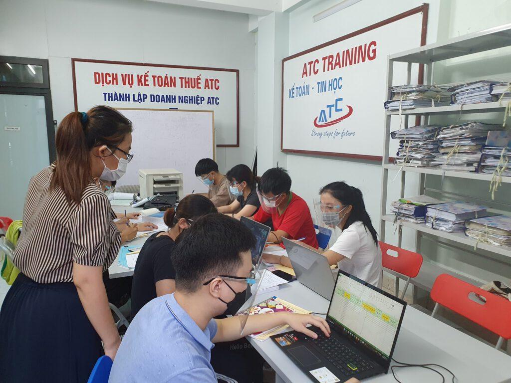 Đối với các doanh nghiệp vừa và nhỏ hay các doanh nghiệp khởi nghiệp việc tiết kiệm chi phí luôn là cần thiết. Giờ đây ngoài việc tiết kiệm chi phí văn phòng với gói dịch vụ văn phòng ảo, bạn có thể sử dụng góiDịch vụ kế toán trọn gói và Gói dịch vụ báo cáo thuế trọn gói của ATC để giải quyết mọi vấn đề liên quan đến kế toán và thuế một cách chuyên nghiệp và tin cậy nhất.